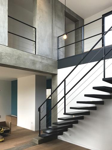 Maison béton : escalier acier beton