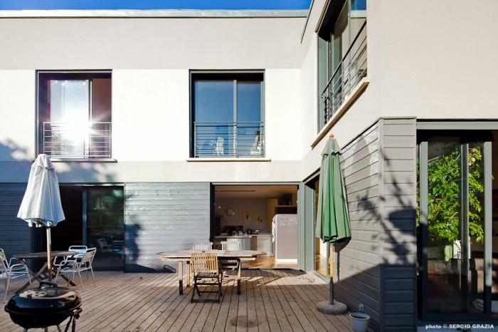 Maison contemporaine : IC R ECR 2011-09-28_0455 T