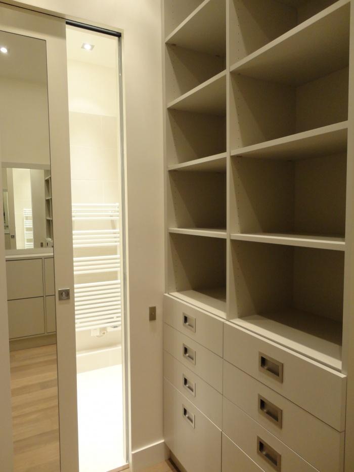 Appartement Paris VIIe : zoom dressing 1