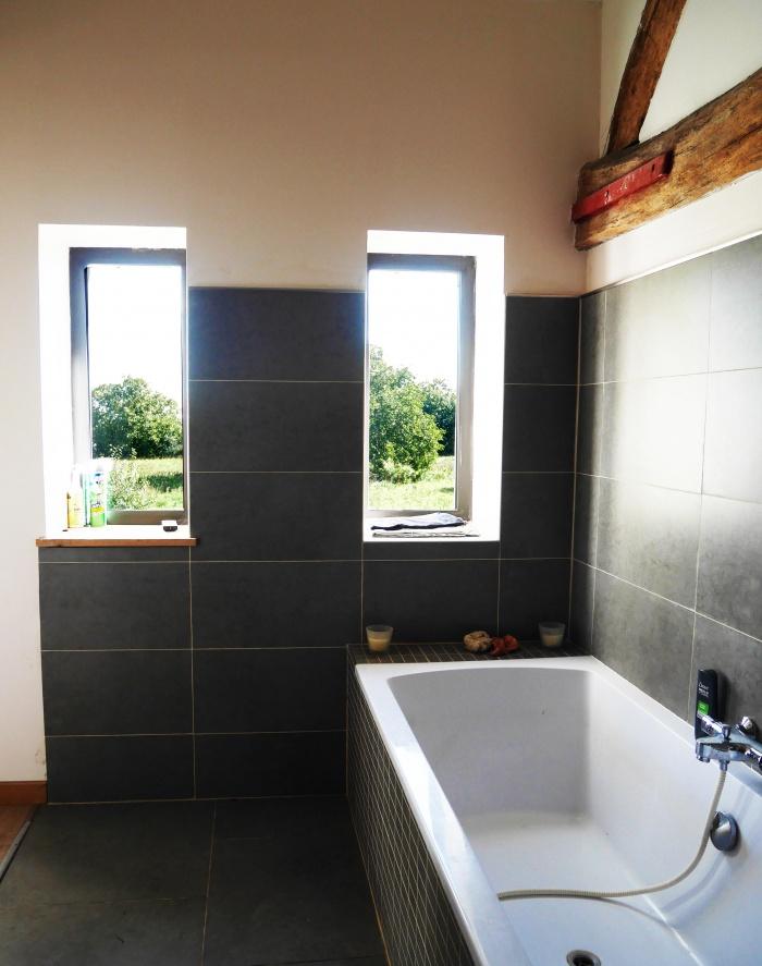 Transformation d'une grange en loft : Salle de bain et meurtirères