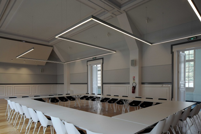 Salle polyvalente dans un lycée parisien