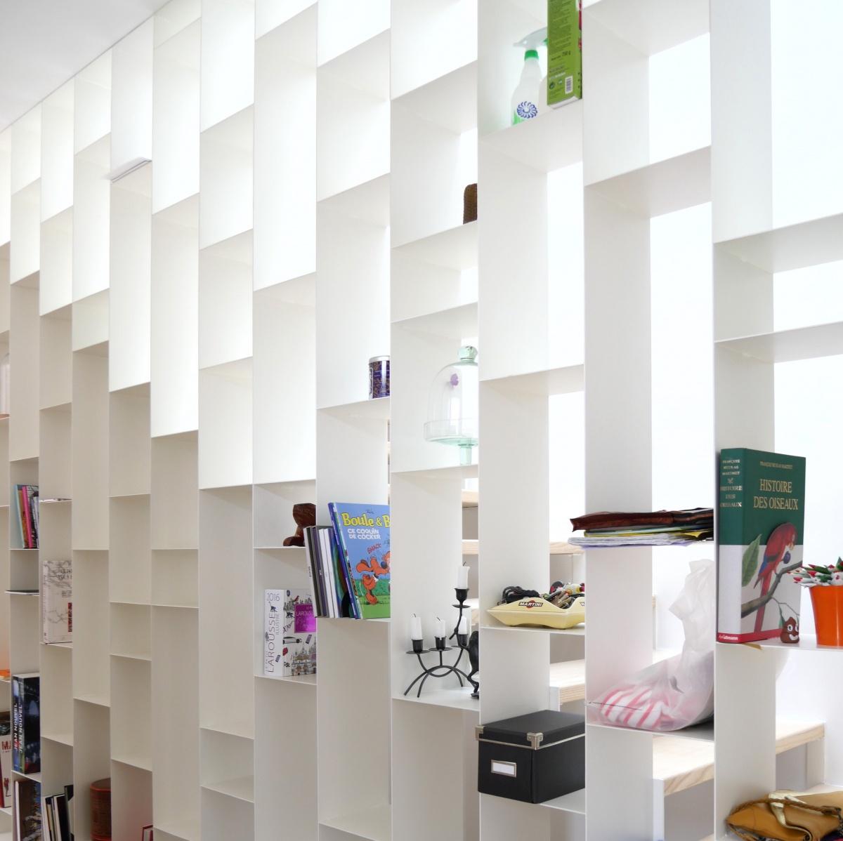 Maison ossature bois : escalier bibliothèque
